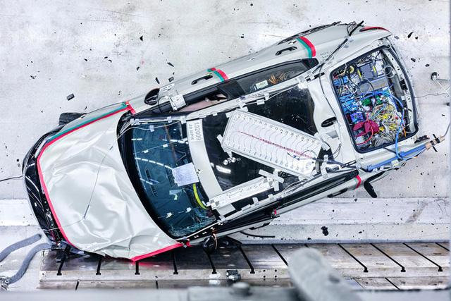 Tránh đi vào vết xe đổ của Tesla và Porsche, Volvo tìm mọi cách để giảm thiểu nguy cơ cháy nổ-1