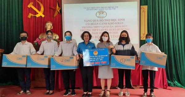 """Học sinh Hà Nội tiếp tục nhận máy tính hỗ trợ học tập từ chương trình """"Máy tính cho em"""""""