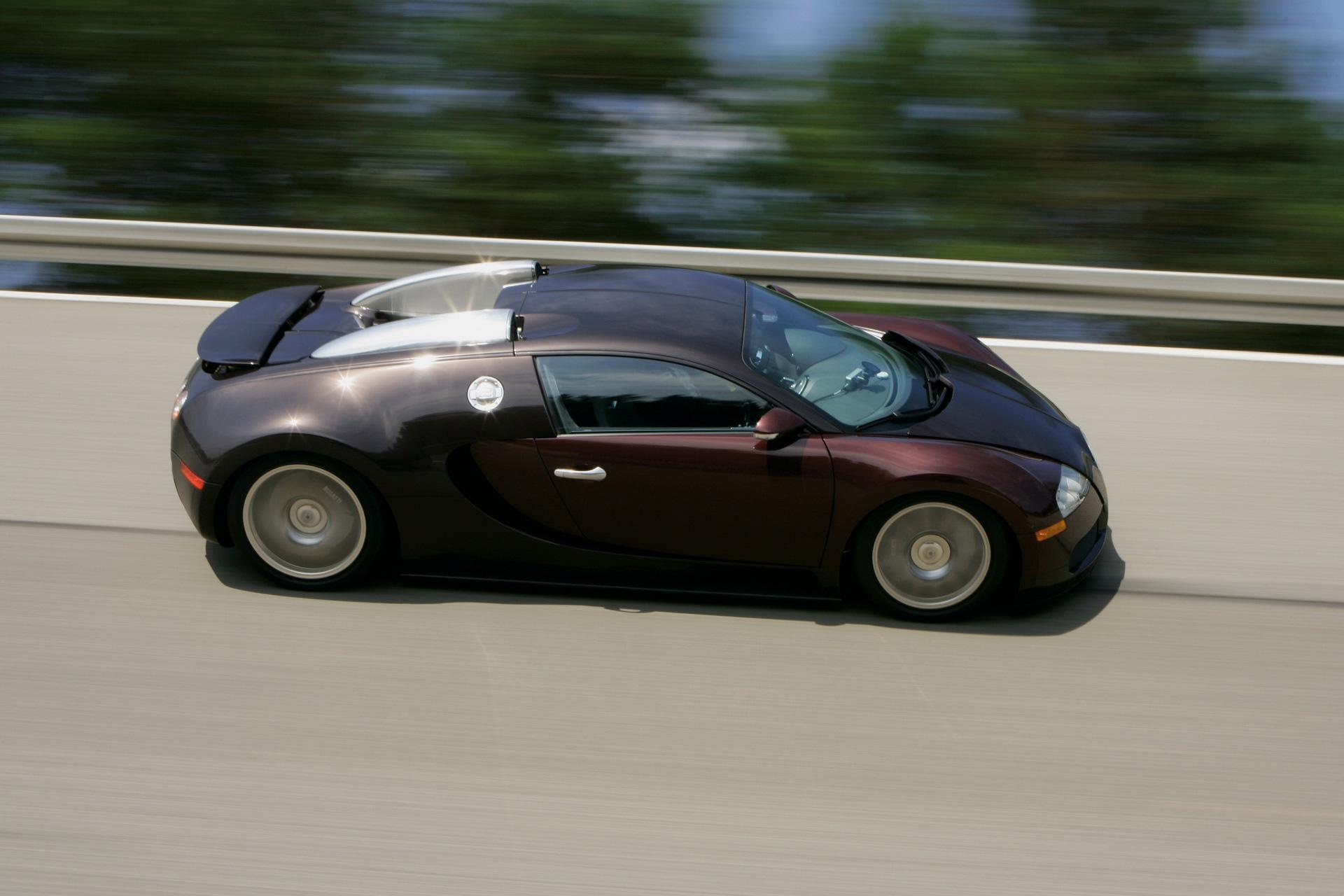 Bugatti kỷ niệm 15 năm huyền thoại Veyron phá rào 400 km/h-1