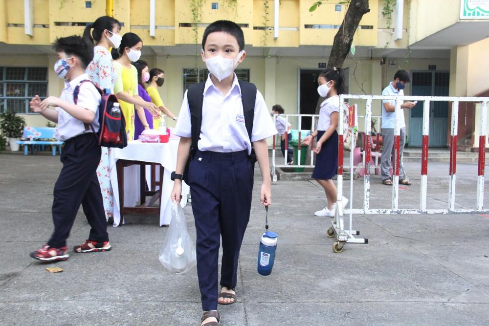 Trẻ đi học lại giữa mùa nóng cha mẹ cần lưu ý những gì-2