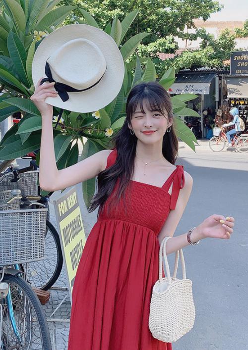 5 kiểu váy hai dây mát rượi, diện lại sang chảnh hết mức trong ngày hè nắng nóng-18