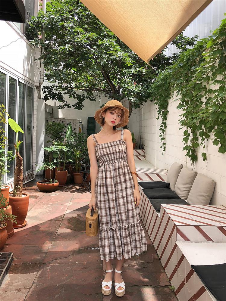 5 kiểu váy hai dây mát rượi, diện lại sang chảnh hết mức trong ngày hè nắng nóng-19