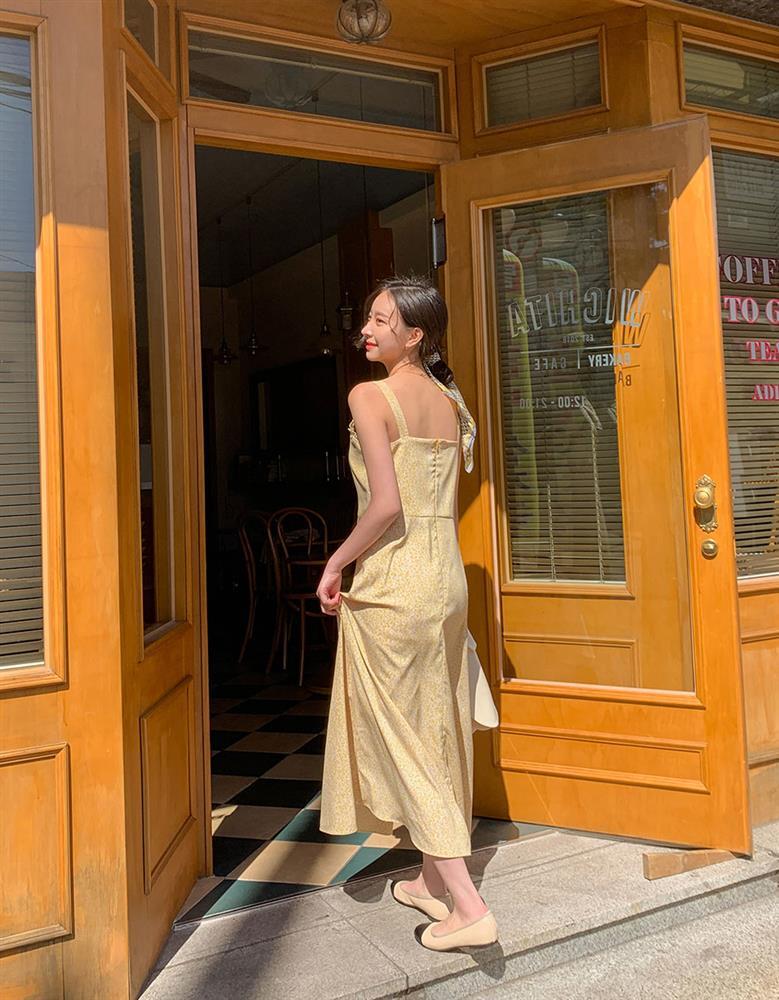 5 kiểu váy hai dây mát rượi, diện lại sang chảnh hết mức trong ngày hè nắng nóng-12