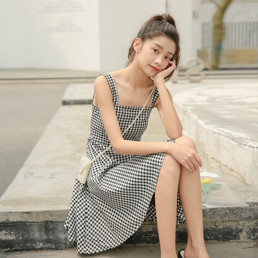 5 kiểu váy hai dây mát rượi, diện lại sang chảnh hết mức trong ngày hè nắng nóng-13