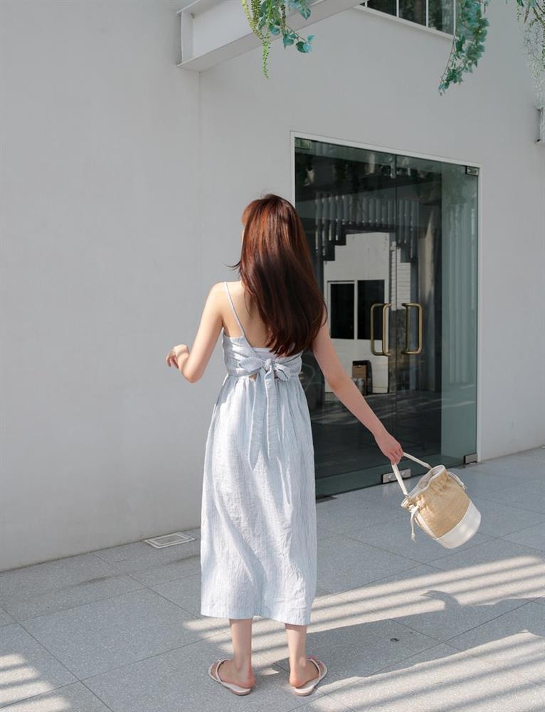 5 kiểu váy hai dây mát rượi, diện lại sang chảnh hết mức trong ngày hè nắng nóng-24