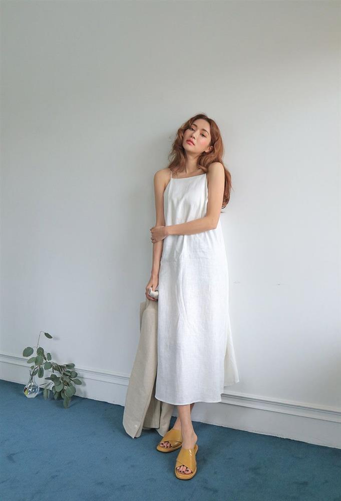 5 kiểu váy hai dây mát rượi, diện lại sang chảnh hết mức trong ngày hè nắng nóng-2