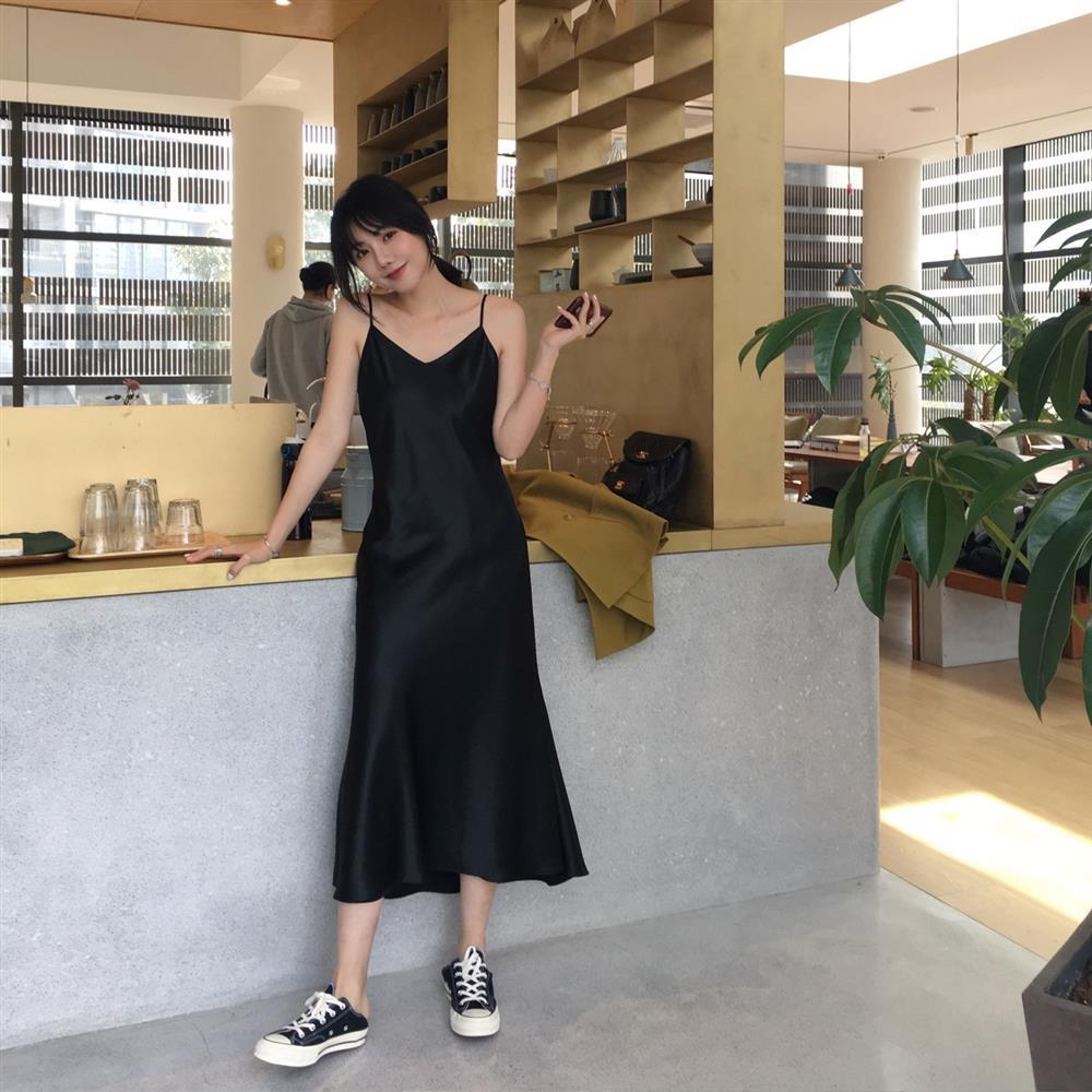 5 kiểu váy hai dây mát rượi, diện lại sang chảnh hết mức trong ngày hè nắng nóng-3
