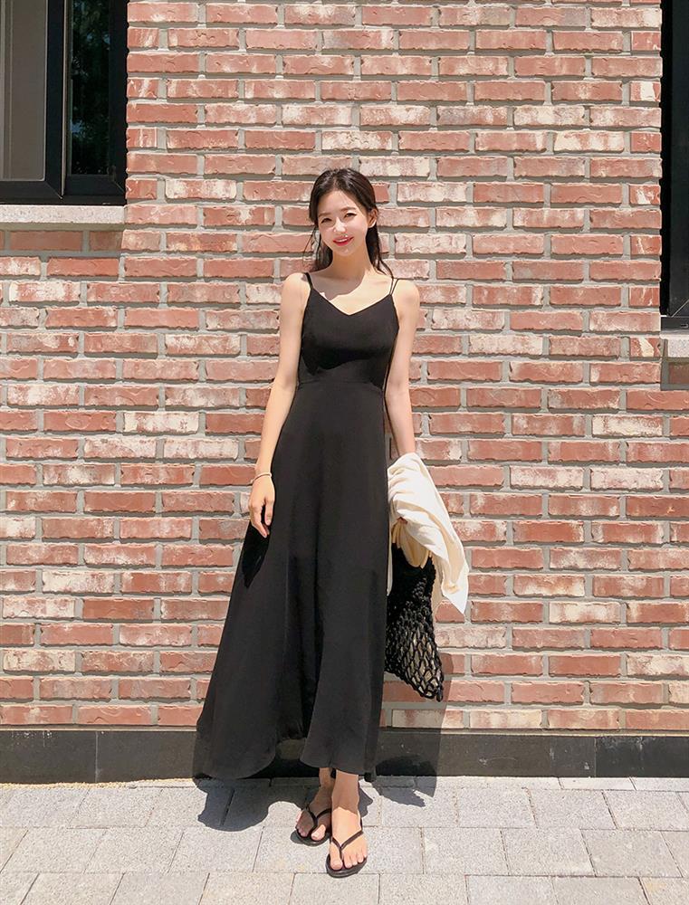 5 kiểu váy hai dây mát rượi, diện lại sang chảnh hết mức trong ngày hè nắng nóng-6