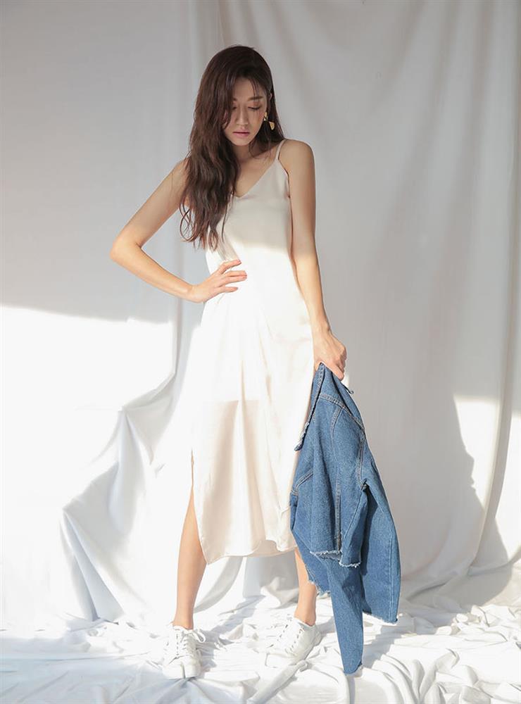5 kiểu váy hai dây mát rượi, diện lại sang chảnh hết mức trong ngày hè nắng nóng-7