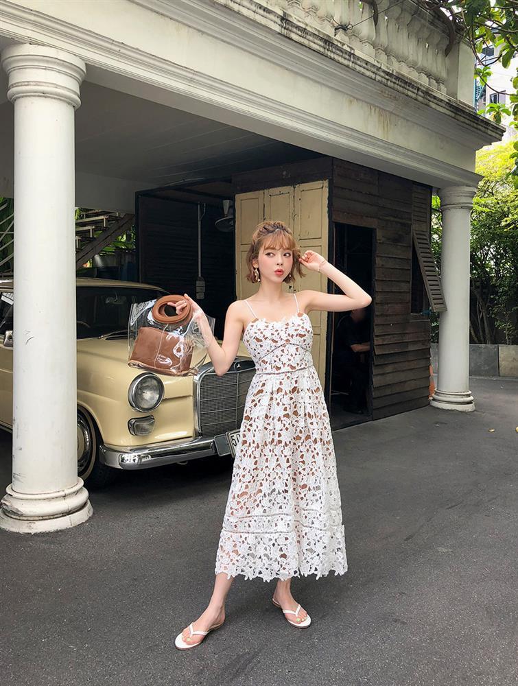 5 kiểu váy hai dây mát rượi, diện lại sang chảnh hết mức trong ngày hè nắng nóng-8