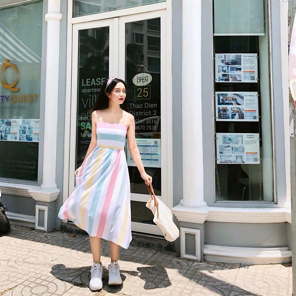 5 kiểu váy hai dây mát rượi, diện lại sang chảnh hết mức trong ngày hè nắng nóng-10