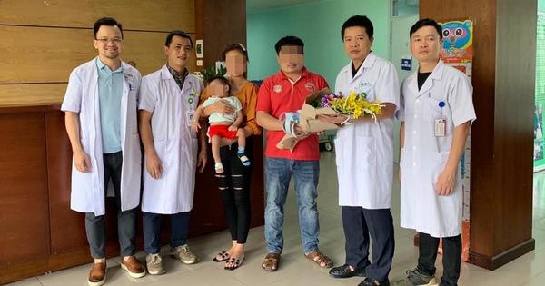 Bác sĩ Việt Nam nỗ lực cứu sống bé gái 1 tuổi người Lào giữa đại dịch COVID-19