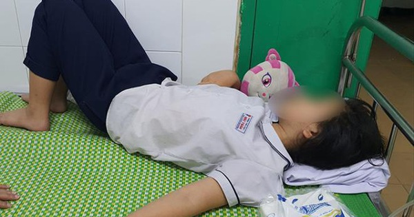 Uống nước cô giáo chủ nhiệm mang đến lớp, hàng loạt học sinh nhập viện