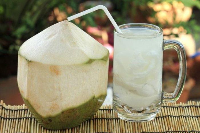 Phụ nữ chăm uống nước dừa vào mùa hè sẽ vừa giảm cân, đẹp da lại nhận được hàng loạt tin vui cho sức khỏe mà thuốc bổ cũng khó làm được-1