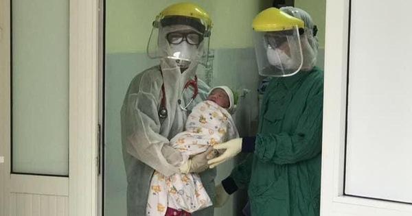 Phẫu thuật mổ lấy thai cho sản phụ ngay tại khu cách ly