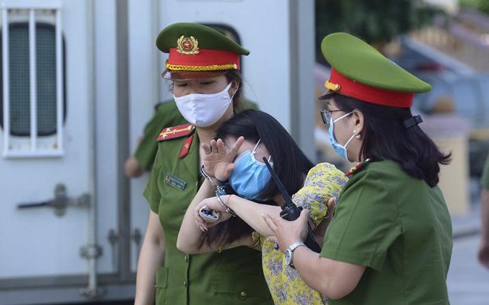 Tuyên án vụ gian lận thi THPT ở Hòa Bình: Chủ mưu lĩnh 8 năm tù, bản án thấp nhất 15 tháng tù treo