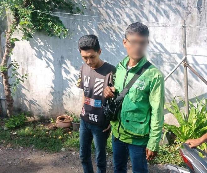 Bắt tài xế GrabBike có hành vi cướp giật điện thoại của người mẹ đang bồng con nhỏ ở Sài Gòn-2