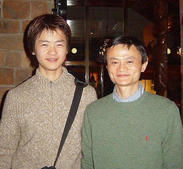 """Câu chuyện ít biết về người vợ kín tiếng và đứa con từng là """"nạn nhân"""" của tỷ phú Jack Ma"""
