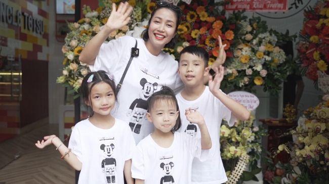 Ốc Thanh Vân đưa 3 con đi tiêm chủng và đi chơi sau thời gian nghỉ dịch