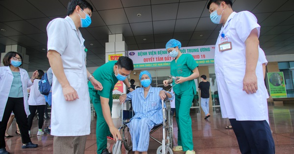 Bác ruột bệnh nhân số 17 được công bố khỏi bệnh sau hành trình 3 tháng