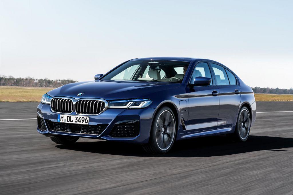 BMW 5-Series 2021 ra mắt: thêm tuỳ chọn động cơ, bổ sung trang bị