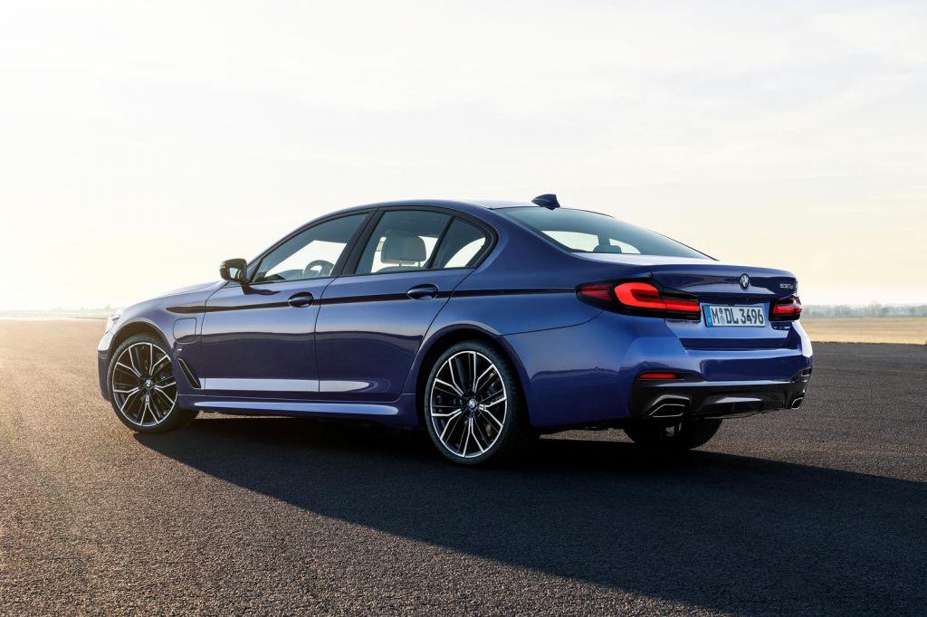 BMW 5-Series 2021 ra mắt: thêm tuỳ chọn động cơ, bổ sung trang bị                                            -2