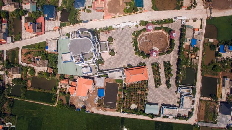 Chủ nhân tòa lâu đài có hẳn sân đỗ trực thăng ở Thái Bình là ai?-2