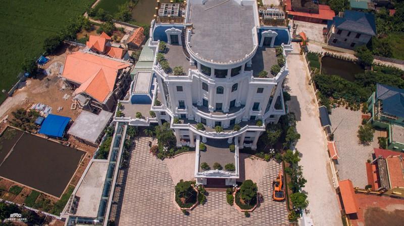 Chủ nhân tòa lâu đài có hẳn sân đỗ trực thăng ở Thái Bình là ai?-3