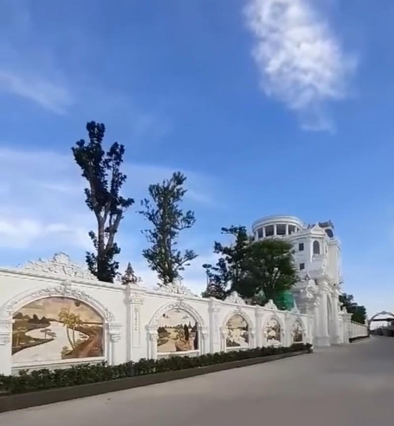 Chủ nhân tòa lâu đài có hẳn sân đỗ trực thăng ở Thái Bình là ai?-6