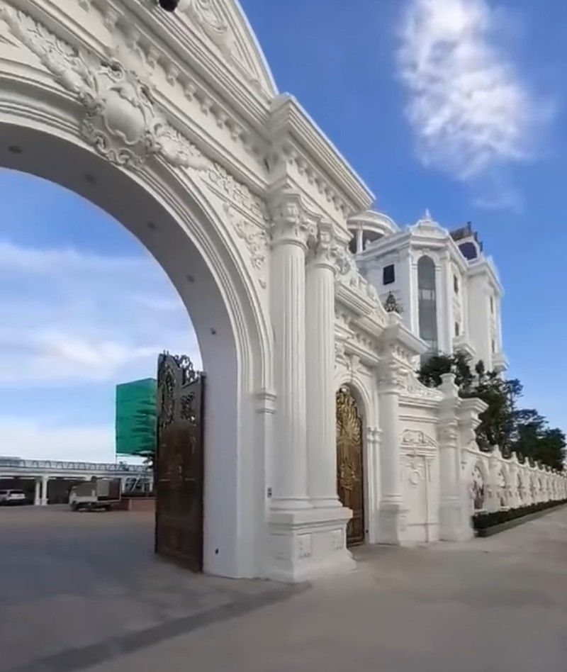 Chủ nhân tòa lâu đài có hẳn sân đỗ trực thăng ở Thái Bình là ai?-5