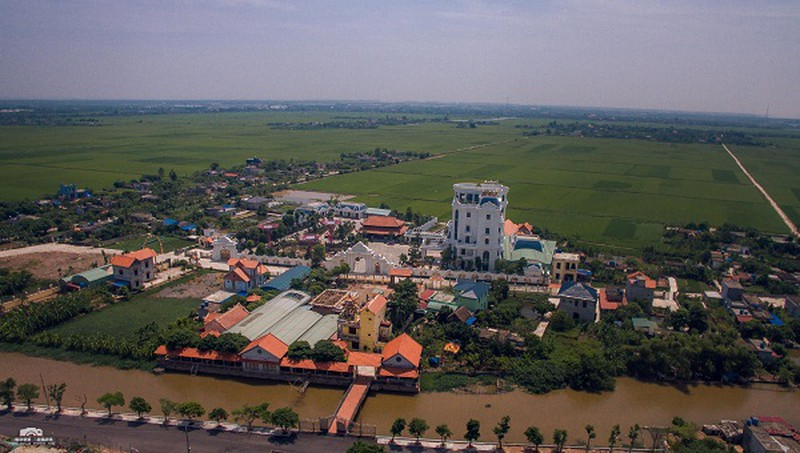 Chủ nhân tòa lâu đài có hẳn sân đỗ trực thăng ở Thái Bình là ai?-1