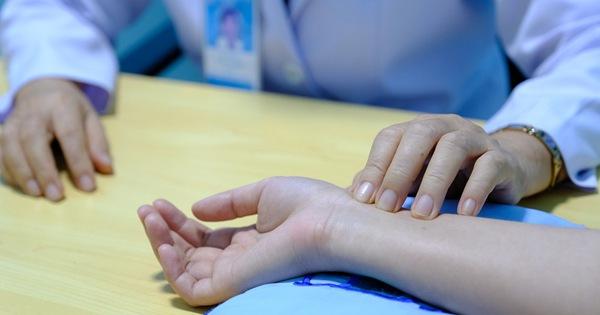 Đau bụng nhiều sau khi ăn no, coi chừng mắc căn bệnh có thể gây xuất huyết tiêu hóa, ung thư và tử vong