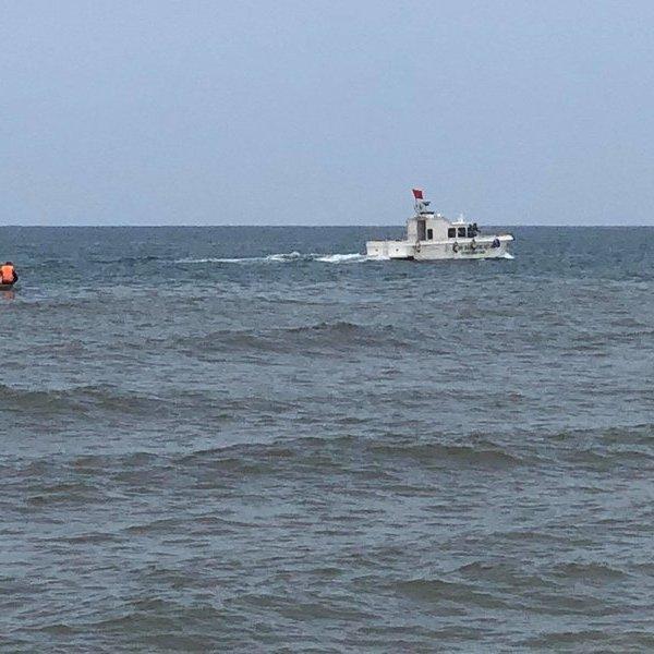 Đi tắm biển, một nam thanh niên bất ngờ bị sóng cuốn mất tích