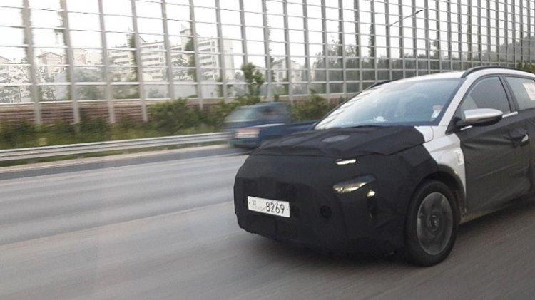 Mẫu MPV mới của Hyundai lần đầu tiên bị bắt gặp chạy thử, đối thủ của Ertiga