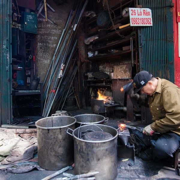 Cận cảnh công việc của người thợ rèn cuối cùng bám trụ trên phố Lò Rèn