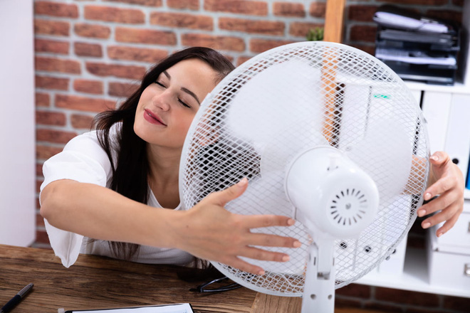 Bật quạt cả đêm, sáng dậy mặt bị cứng đờ, tê liệt: 5 điều cần lưu ý khi sử dụng quạt mùa hè-2