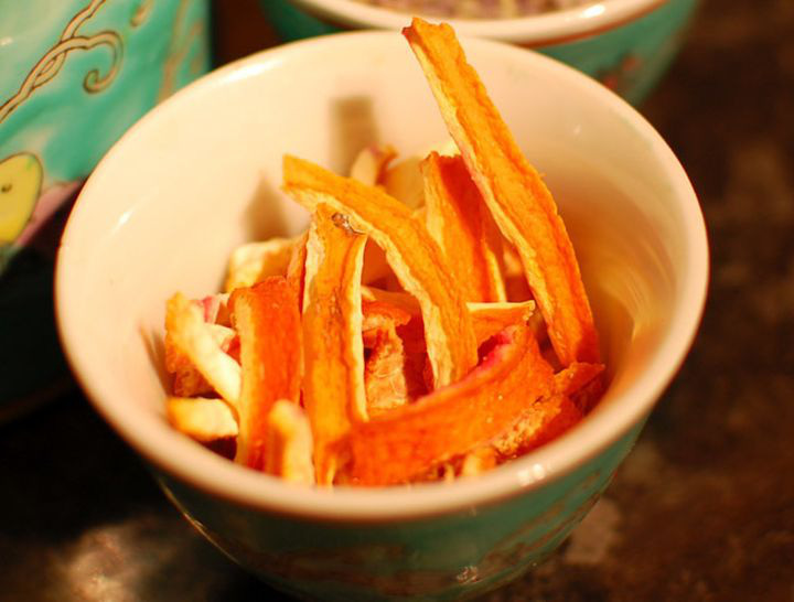 Ăn cam đừng vội vứt vỏ đi, sấy khô cho vào ruột gối bạn sẽ nhận được 4 tác dụng kì diệu-2