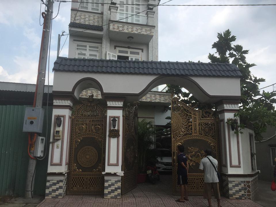 Người đàn ông sát hại cha nuôi trong căn biệt thự 3 tầng ở Sài Gòn ra đầu thú