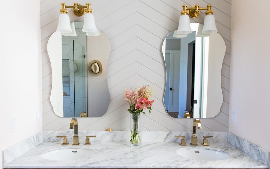 Phòng tắm mùa hè trở nên mát lịm với hai gam màu trắng - xanh-1