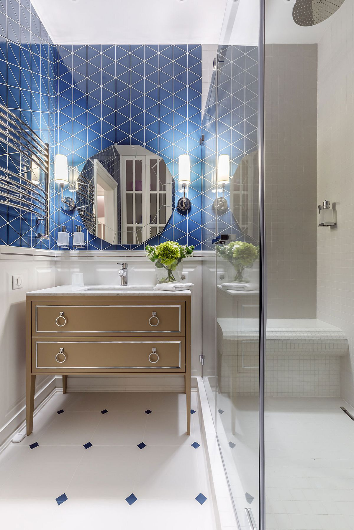 Phòng tắm mùa hè trở nên mát lịm với hai gam màu trắng - xanh-8