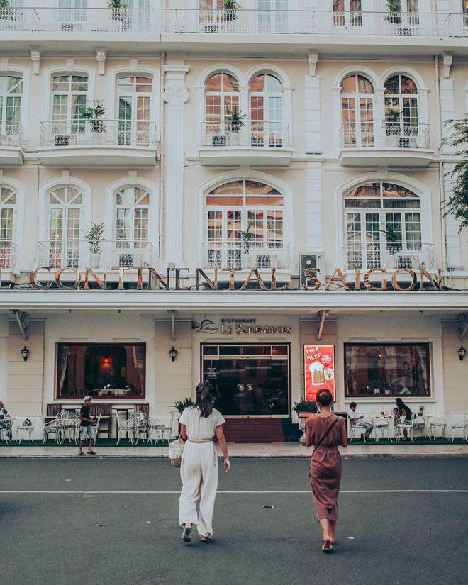 Ăn gì ở khu Metro Sài Gòn khi phố chưa lên đèn? Mặc đẹp và ăn ảnh nhé!-15