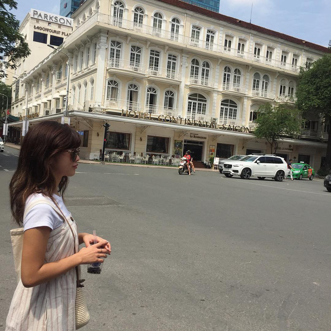 Ăn gì ở khu Metro Sài Gòn khi phố chưa lên đèn? Mặc đẹp và ăn ảnh nhé!-16