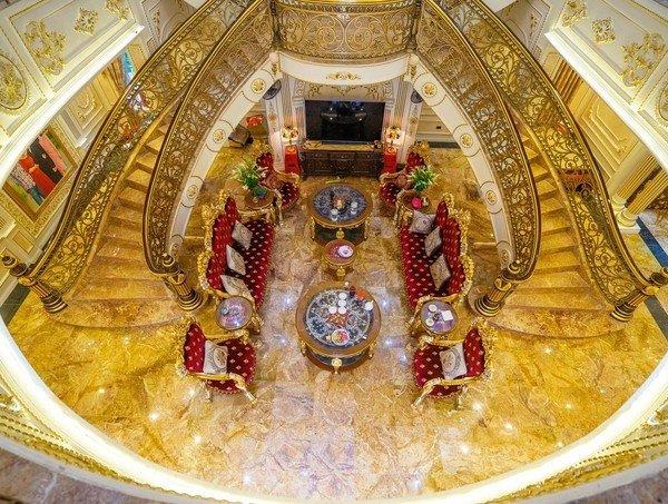 Lóa mắt trước tòa dinh thự dát vàng nổi như cồn ở xứ Thanh, ai vào cũng phải choáng ngợp