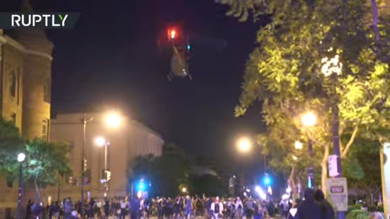 Trực thăng quân sự quần thảo trên đám đông, biểu tình ở Mỹ sang ngày thứ 8