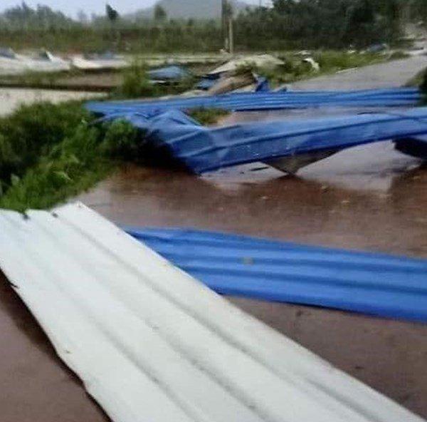 Sập nhà xưởng do lốc xoáy khiến 3 người tử vong, 18 người bị thương