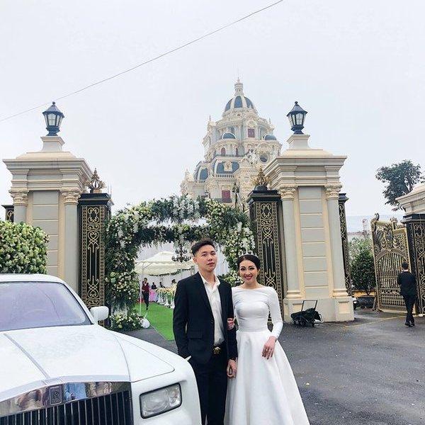 Lâu đài 7 tầng diễn ra đám cưới gây