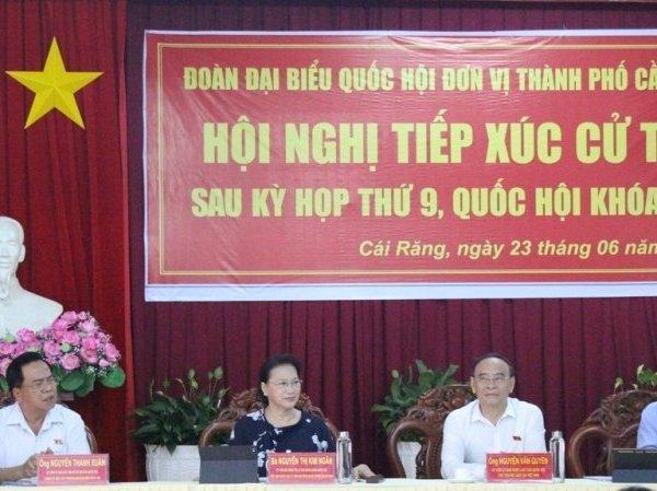 Chủ tịch hội Luật gia Việt Nam cùng đoàn đại biểu Quốc hội tiếp xúc cử tri tại Cần Thơ