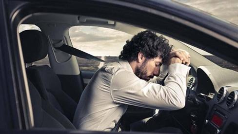 Lái xe ngày nắng nóng: Cẩn thận nguy cơ sốc nhiệt, đột quỵ do dùng điều hòa sai cách