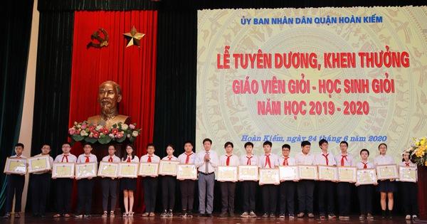 Ngành GD&ĐT quận Hoàn Kiếm tổ chức Lễ tuyên dương, khen thưởng giáo viên giỏi, học sinh giỏi năm 2019-2020.