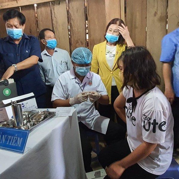 Thứ trưởng Bộ Y tế kiểm tra công tác phòng dịch bạch hầu tại Đắk Nông